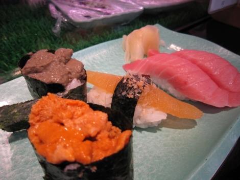 Uni, sushi au foie de crabe, sushi aux œufs d'harengs et o-toro