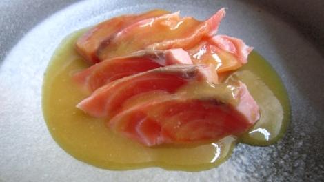 Saumon avec la sauce spéciale