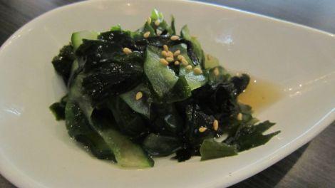 Salade aux algues et aux concombres