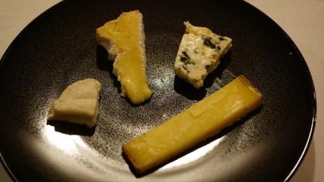Vieux comté, cabécou, bleu et camembert